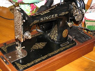 Vintage Singer sewing machine image