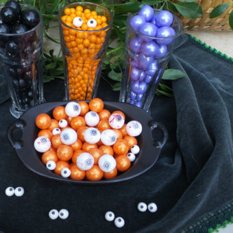 Halloween Food Crafts for Kids: DIY Googly Eyes with Celebration by Frey