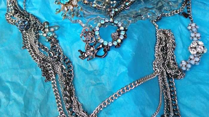 Cleaning costume jewelry