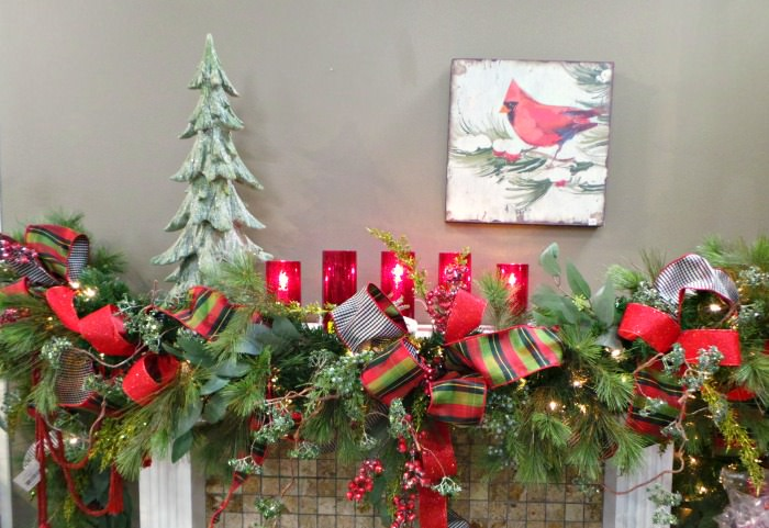 Christmas fireplace Ideas Red and Green Mantel