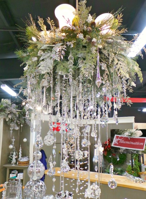 How to decorate a chandelier for Christmas illumination