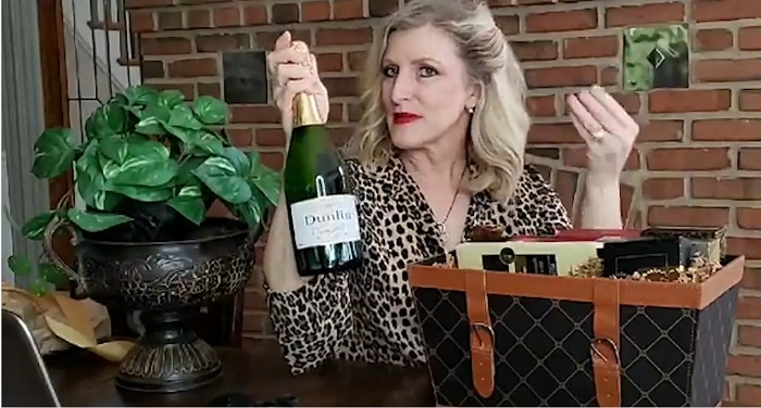 GiftTree Champagne Wishes gift Basket Unboxing